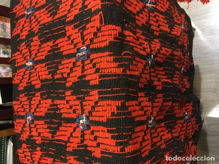 Antigüedades: Cobertor de lana para tarima o bancamanchega y dos piezas para hacer cojines, fotos - Foto 5 - 181599517