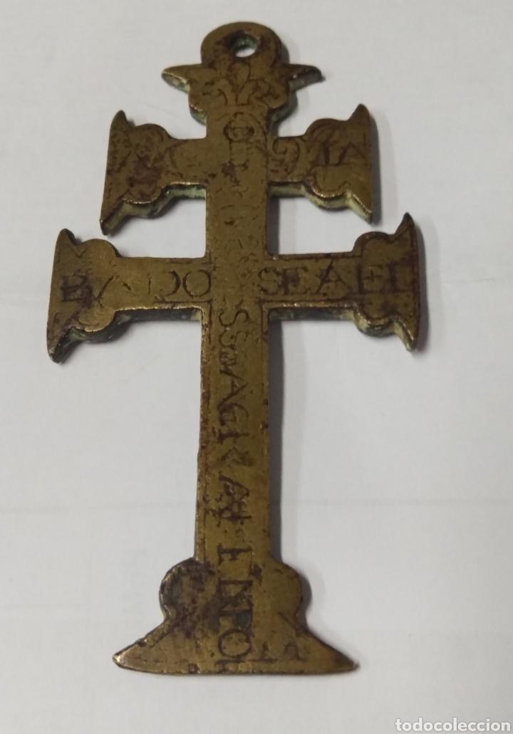 CRUZ DE CARAVACA BRONCE GRABADO S. XVII (Antigüedades - Religiosas - Cruces Antiguas)