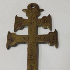 Antigüedades: CRUZ DE CARAVACA BRONCE GRABADO S. XVII. Lote 181601303