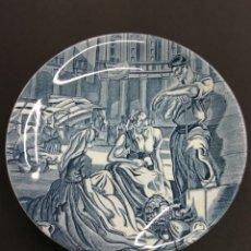 Antigüedades: CARLOS SAENZ DE TEJADA MERCADO EN LA PLAZA VITORIA 1850 PLATO CERAMICA PAIS VASCO. Lote 181601957