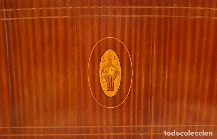 Antigüedades: Habitación completa caoba, de J.M.Busquets (Girona). Años 30. Cama,mesilla ,armario y sillas. - Foto 3 - 181602880