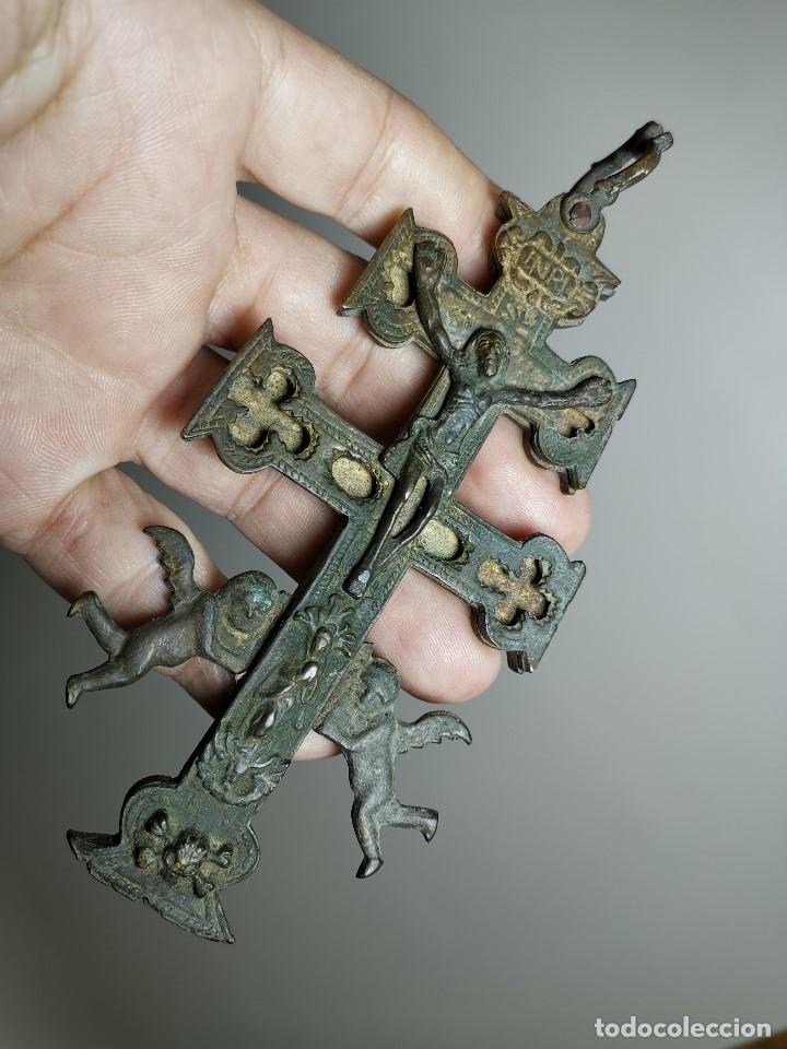 Antigüedades: EXCEPCIONAL GRAN CRUZ PORTABLE DE CARAVACA BRONCE-EXQUISITO CINCELADO-ORIGINAL S. -XVIII--REF-ZZ - Foto 2 - 181605848