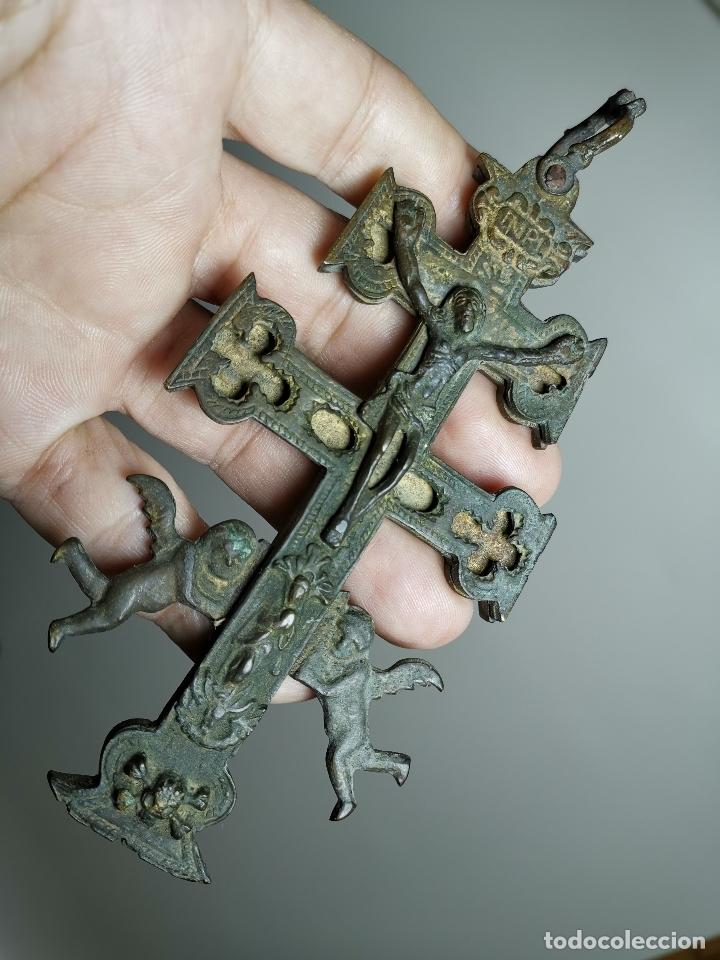 EXCEPCIONAL GRAN CRUZ PORTABLE DE CARAVACA BRONCE-EXQUISITO CINCELADO-ORIGINAL S. -XVIII--REF-ZZ (Antigüedades - Religiosas - Cruces Antiguas)
