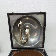 Antigüedades: GRAMOFONO EIBAR JOSE CRUZ MUGICA. Lote 181632645