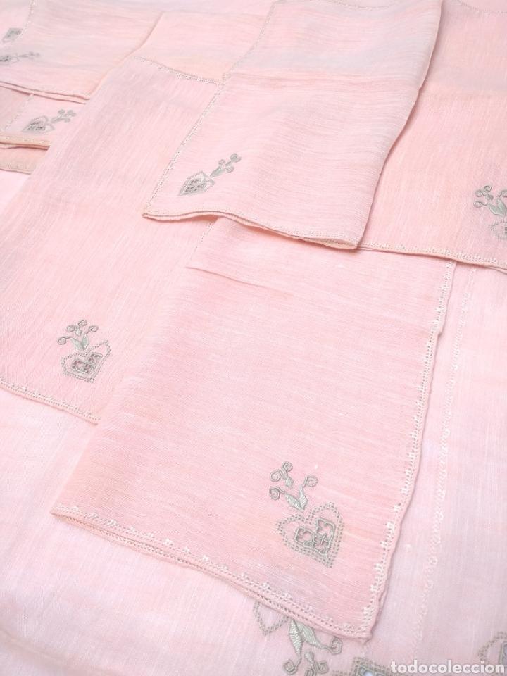 Antigüedades: Mantel de hilo bordado a mano con 16 servilletas - Foto 3 - 181693322