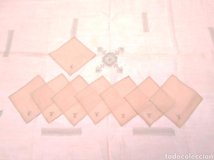 Antigüedades: Mantel de hilo bordado a mano con 16 servilletas - Foto 5 - 181693322