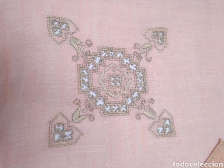 Antigüedades: Mantel de hilo bordado a mano con 16 servilletas - Foto 6 - 181693322