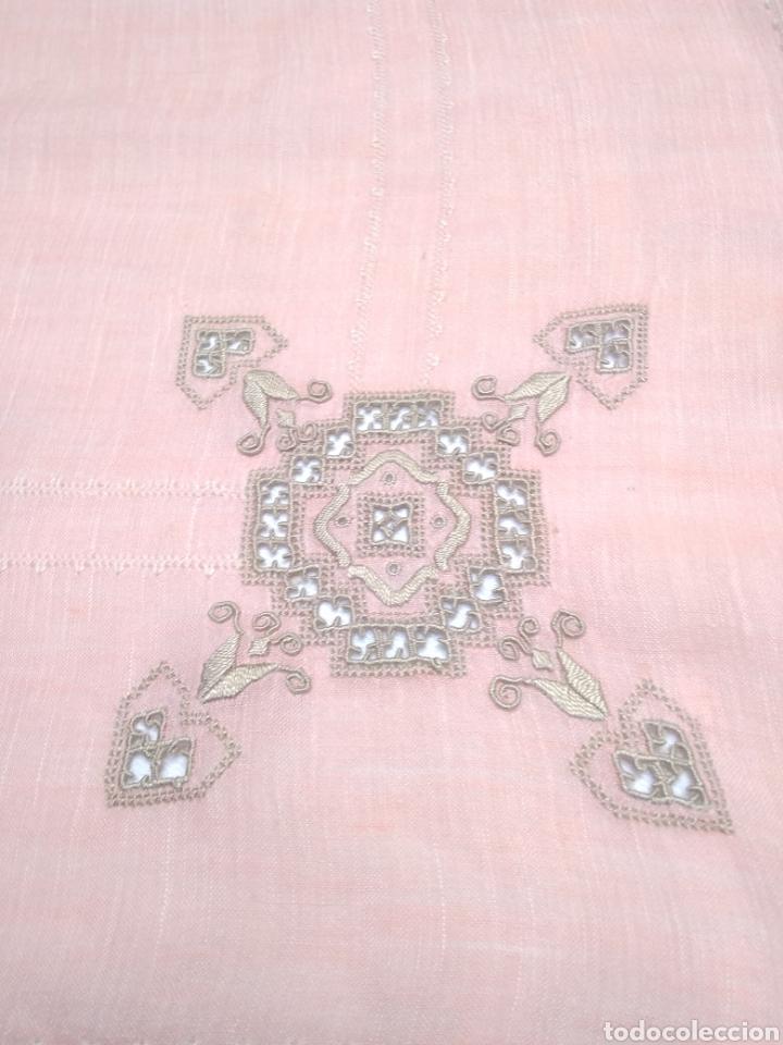 Antigüedades: Mantel de hilo bordado a mano con 16 servilletas - Foto 8 - 181693322