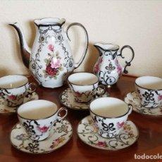Antigüedades: JUEGO DE CAFE ANTIGUO, DECORADO A MANO POR CASA BOHEMIA, INCRUSTACIONES DE PLATA, NUEVO. Lote 181762422