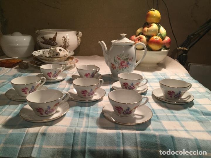 Antigüedades: Antiguo juego de café de porcelana tazas y tetera con bonito dibujo floral años 40-50 - Foto 2 - 181791473