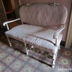 Antigüedades: SOFA DE MADERA DECAPADA. Lote 181878126