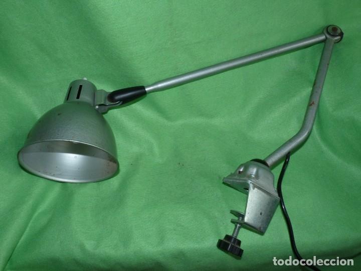 SOLIDA LAMPARA INDUSTRIAL FLEXO TALLER REGULABLE MESA TODO METAL VINTAGE MID CENTURY (Antigüedades - Iluminación - Lámparas Antiguas)