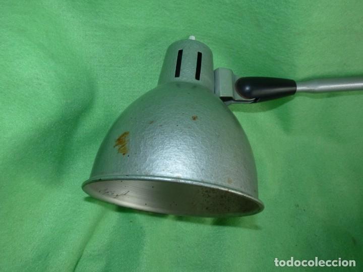 Antigüedades: SOLIDA LAMPARA INDUSTRIAL FLEXO TALLER REGULABLE MESA TODO METAL VINTAGE MID CENTURY - Foto 2 - 181880220