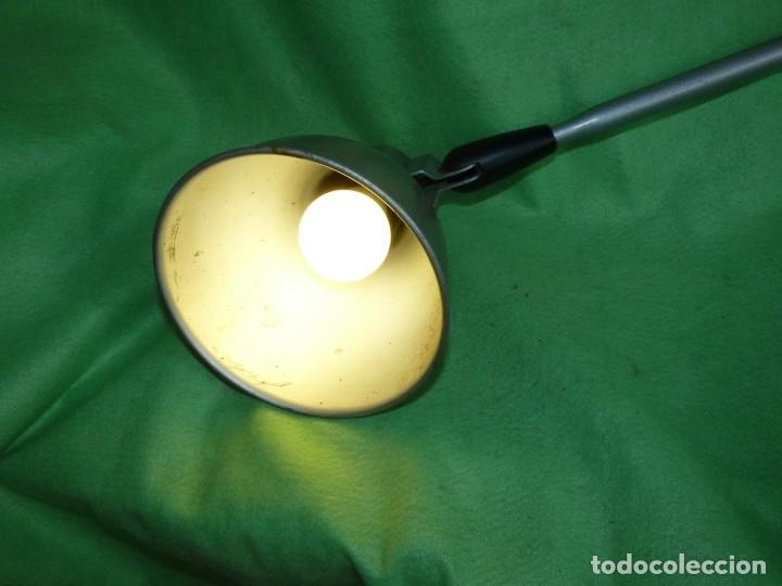 Antigüedades: SOLIDA LAMPARA INDUSTRIAL FLEXO TALLER REGULABLE MESA TODO METAL VINTAGE MID CENTURY - Foto 7 - 181880220