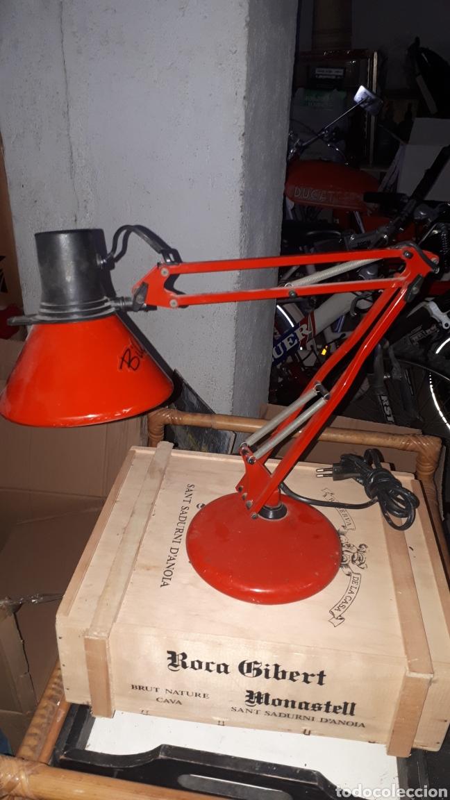 Antigüedades: Flexo rojo marca FASE completo - Foto 2 - 181892496