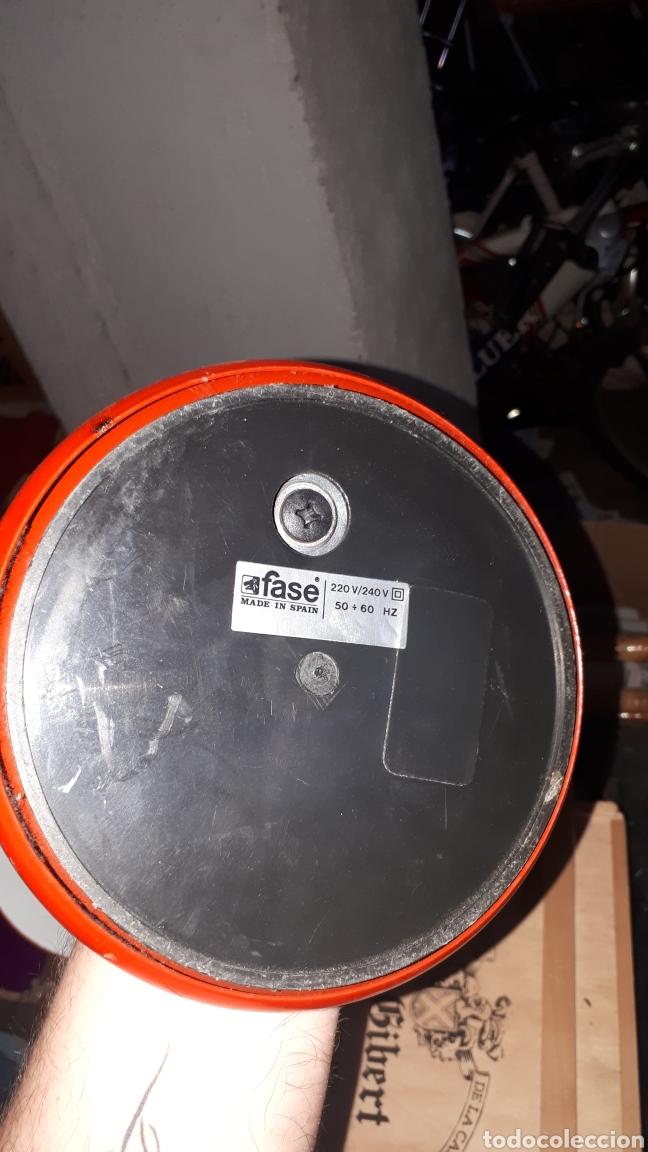 Antigüedades: Flexo rojo marca FASE completo - Foto 4 - 181892496