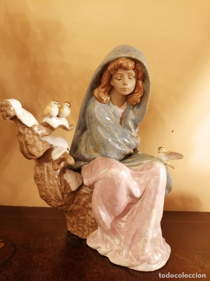 JOVEN SENTADA CON PAJARITOS 24 CM S ALT. PORC. LLADRO (Antigüedades - Porcelanas y Cerámicas - Lladró)