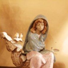 Antigüedades: JOVEN SENTADA CON PAJARITOS 24 CM S ALT. PORC. LLADRO. Lote 181903653