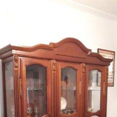 Antigüedades: VITRINA DE CAOBA DE ESTILO ISABELINO. Lote 181939460