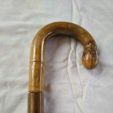 Antigüedades: ANTIGUO BASTÓN DE DOBLE USO, EN SU INTERIOR HAY UN PARAGUAS.. Lote 181944456