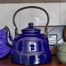 Antigüedades: TETERA CHAPA ESMALTADA POLONIA RETRO. Lote 181951897