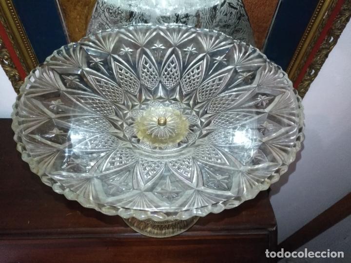 Antigüedades: Centro de mesa frutero metal y cristal o vidrio tallado - Foto 2 - 181957516