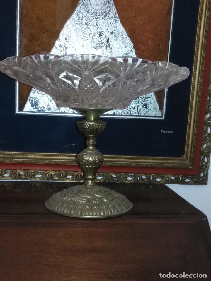 Antigüedades: Centro de mesa frutero metal y cristal o vidrio tallado - Foto 5 - 181957516