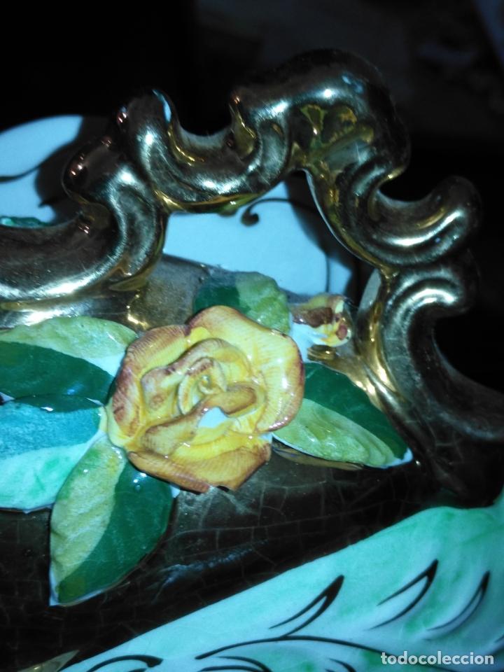 Antigüedades: Centro de mesa Pereiras Valado made in Portugal sellada sopera floral oro - Foto 9 - 181958076