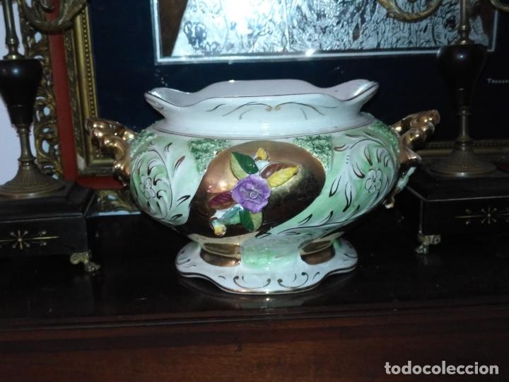 Antigüedades: Centro de mesa Pereiras Valado made in Portugal sellada sopera floral oro - Foto 14 - 181958076