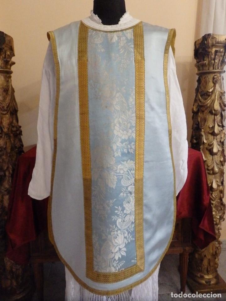 Antigüedades: Casulla y complementos confeccionados en seda de damasco y raso de seda azul celeste. Pps. S. XX. - Foto 4 - 181961281