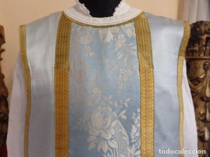 Antigüedades: Casulla y complementos confeccionados en seda de damasco y raso de seda azul celeste. Pps. S. XX. - Foto 5 - 181961281