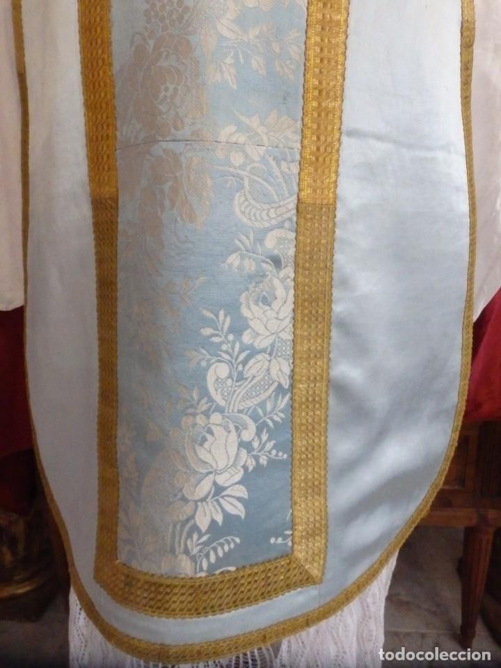 Antigüedades: Casulla y complementos confeccionados en seda de damasco y raso de seda azul celeste. Pps. S. XX. - Foto 6 - 181961281