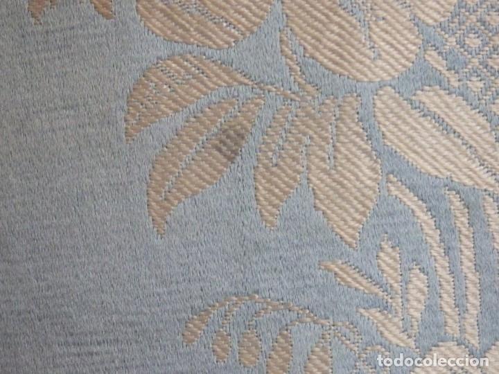 Antigüedades: Casulla y complementos confeccionados en seda de damasco y raso de seda azul celeste. Pps. S. XX. - Foto 7 - 181961281