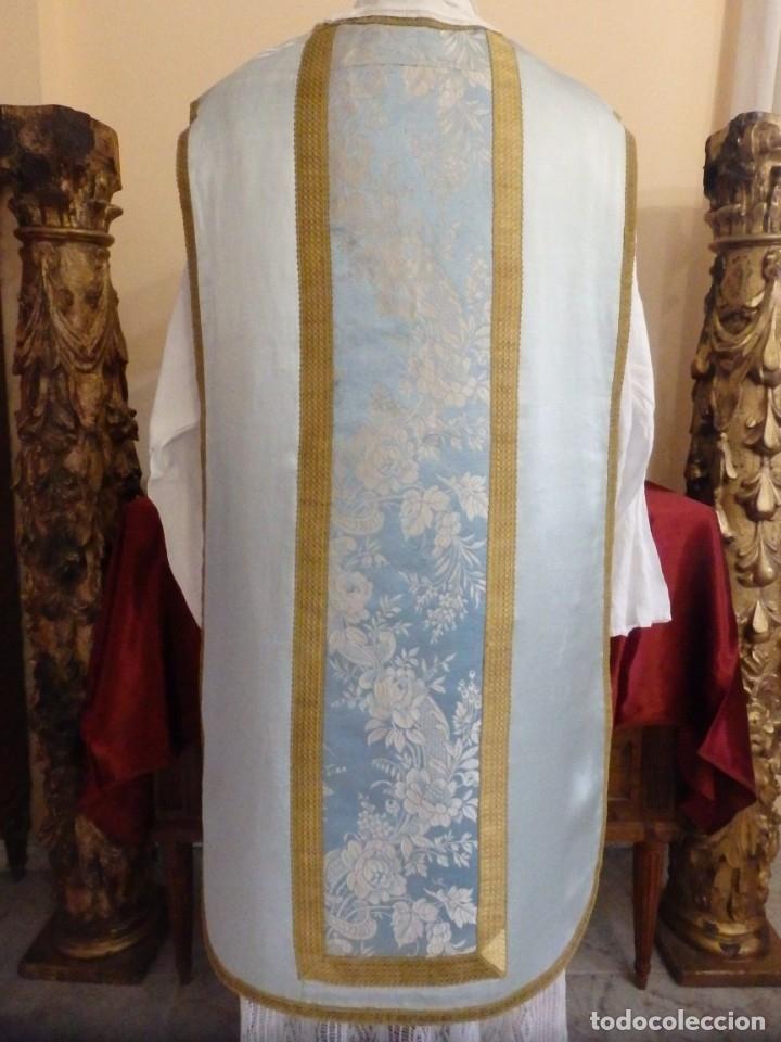 Antigüedades: Casulla y complementos confeccionados en seda de damasco y raso de seda azul celeste. Pps. S. XX. - Foto 8 - 181961281
