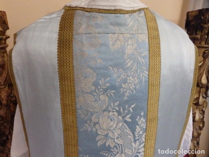 Antigüedades: Casulla y complementos confeccionados en seda de damasco y raso de seda azul celeste. Pps. S. XX. - Foto 9 - 181961281