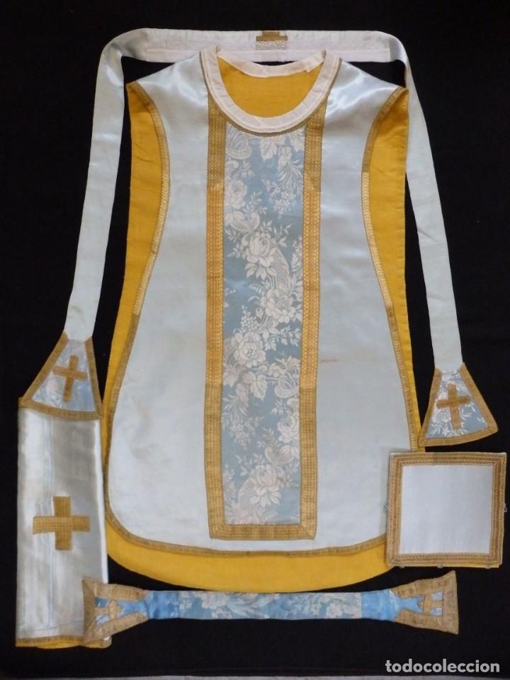 Antigüedades: Casulla y complementos confeccionados en seda de damasco y raso de seda azul celeste. Pps. S. XX. - Foto 11 - 181961281