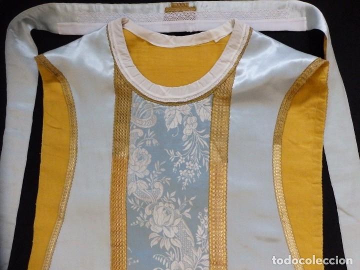 Antigüedades: Casulla y complementos confeccionados en seda de damasco y raso de seda azul celeste. Pps. S. XX. - Foto 12 - 181961281