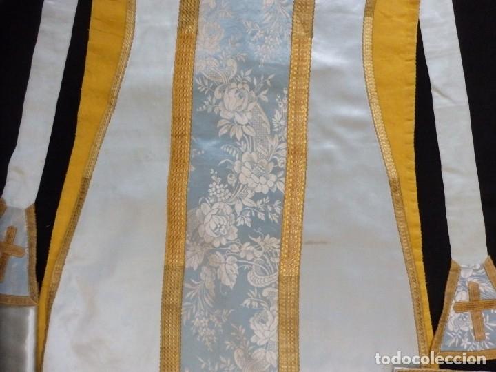 Antigüedades: Casulla y complementos confeccionados en seda de damasco y raso de seda azul celeste. Pps. S. XX. - Foto 13 - 181961281
