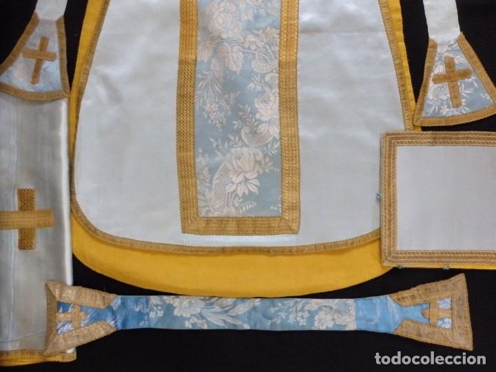 Antigüedades: Casulla y complementos confeccionados en seda de damasco y raso de seda azul celeste. Pps. S. XX. - Foto 14 - 181961281