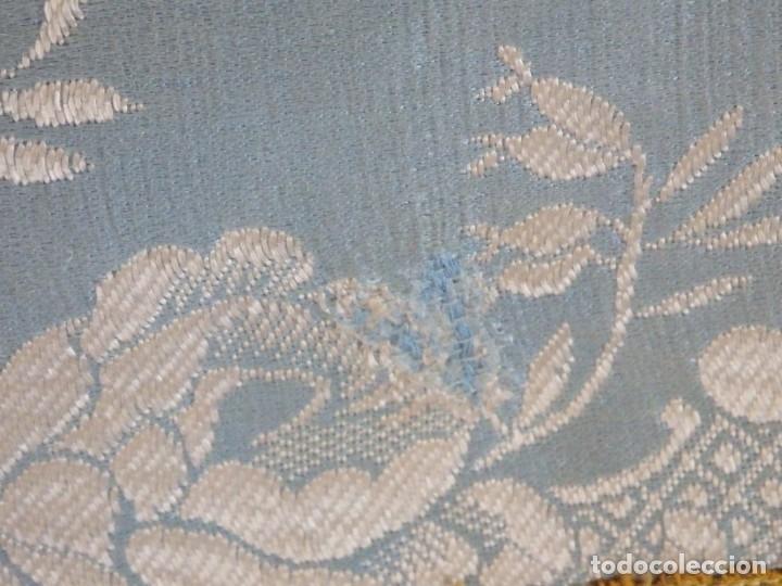 Antigüedades: Casulla y complementos confeccionados en seda de damasco y raso de seda azul celeste. Pps. S. XX. - Foto 16 - 181961281