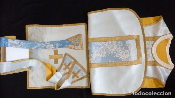 Antigüedades: Casulla y complementos confeccionados en seda de damasco y raso de seda azul celeste. Pps. S. XX. - Foto 17 - 181961281