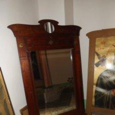 Antigüedades: EXCEPCIONAL ESPEJO CON BELLOS DETALLES, ESPEJO BISELADO. Lote 181981787