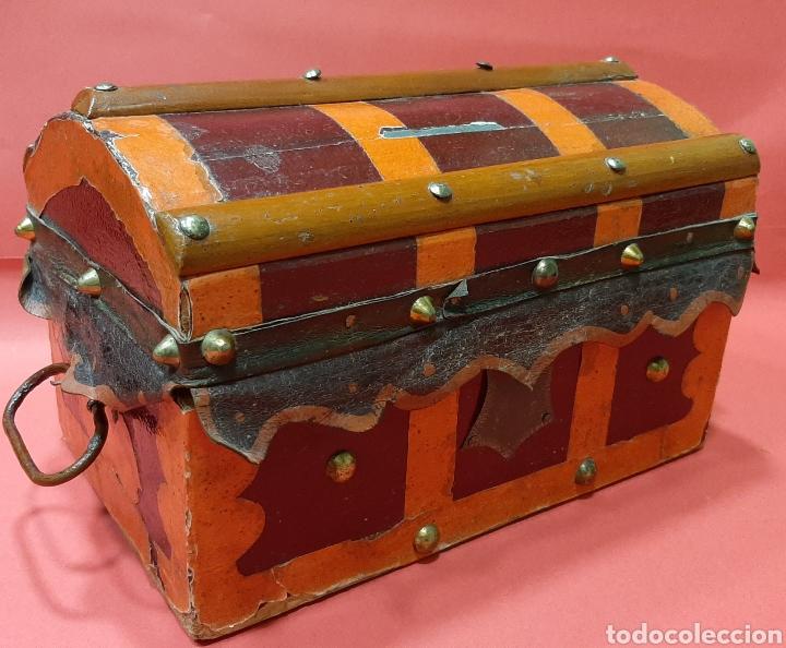 ANTIGUO BAULITO DE MADERA, HIERRO Y CUERO. PRINCIPIOS DEL SIGLO XX. (Antigüedades - Muebles Antiguos - Baúles Antiguos)