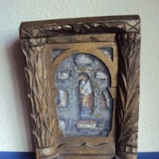 Antigüedades: (ANT-191100)ANTIGUO RELICARIO ARTESANAL MADERA Y CRISTAL - 8 RELIQUIAS. Lote 182002405