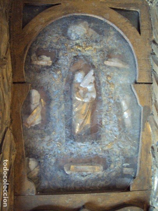 Antigüedades: (ANT-191100)ANTIGUO RELICARIO ARTESANAL MADERA Y CRISTAL - 8 RELIQUIAS - Foto 6 - 182002405