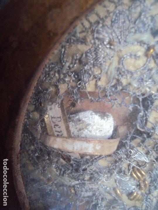 Antigüedades: (ANT-191100)ANTIGUO RELICARIO ARTESANAL MADERA Y CRISTAL - 8 RELIQUIAS - Foto 9 - 182002405