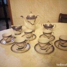 Antigüedades: JUEGO TE - CAFE. JAPONES. JAPON. EIHO. PRECIOSO COLOR MORADO. DRAGONES A MANO CON RELIEVE. COMPLETO. Lote 182027812