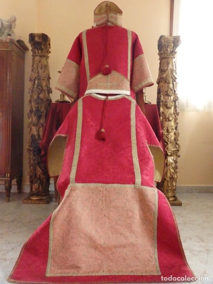 Antigüedades: Importante pareja de dalmáticas del siglo XVIII confeccionadas en sedas de damasco y brocados. - Foto 3 - 182044636