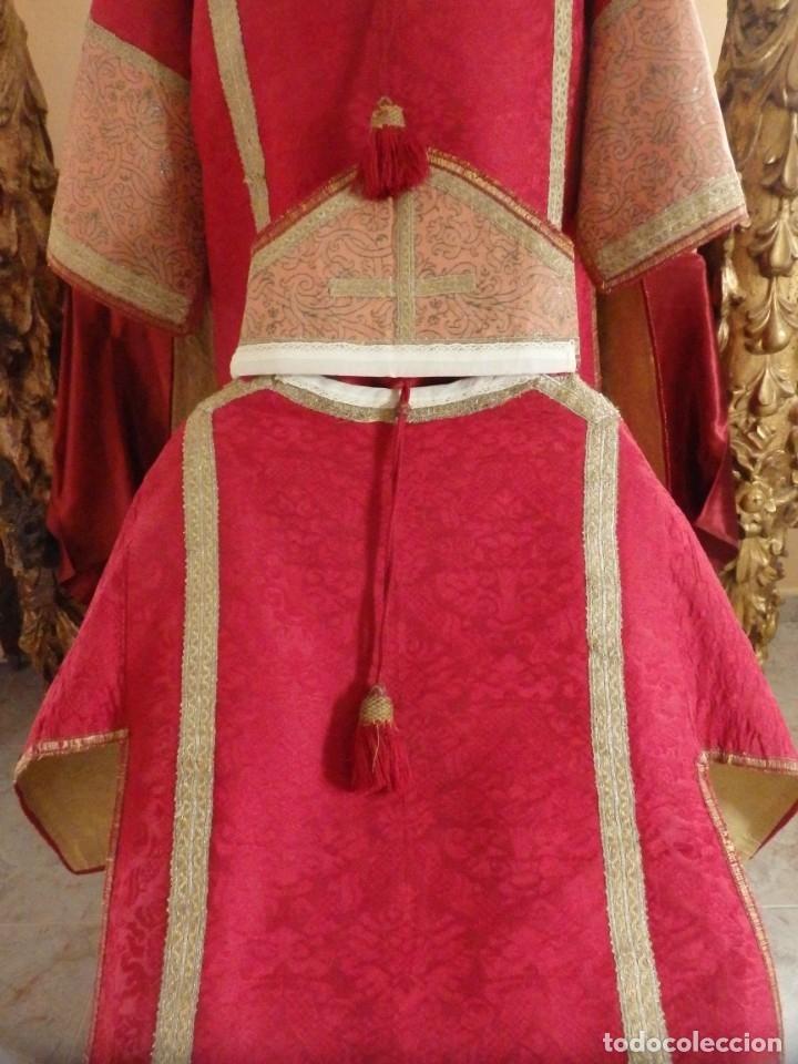 Antigüedades: Importante pareja de dalmáticas del siglo XVIII confeccionadas en sedas de damasco y brocados. - Foto 4 - 182044636