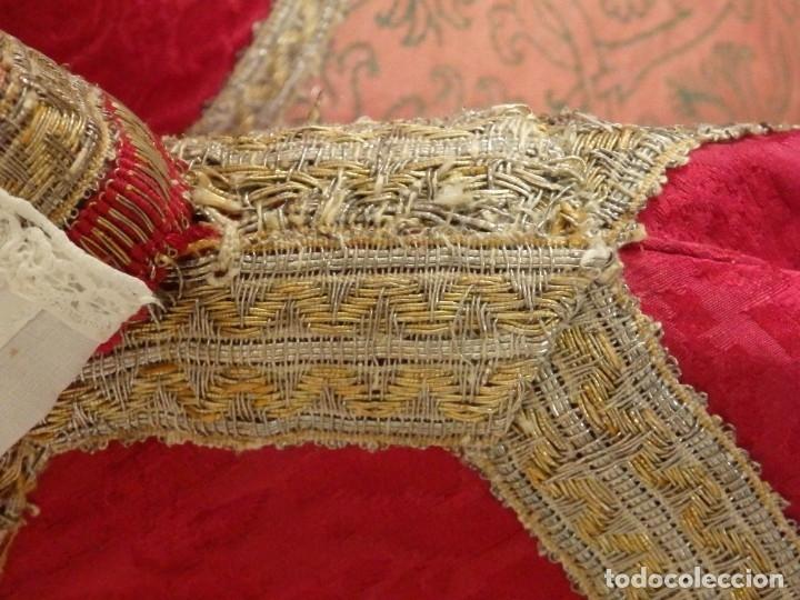 Antigüedades: Importante pareja de dalmáticas del siglo XVIII confeccionadas en sedas de damasco y brocados. - Foto 5 - 182044636